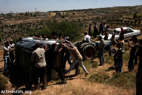 Palestinians righting Ezra's car